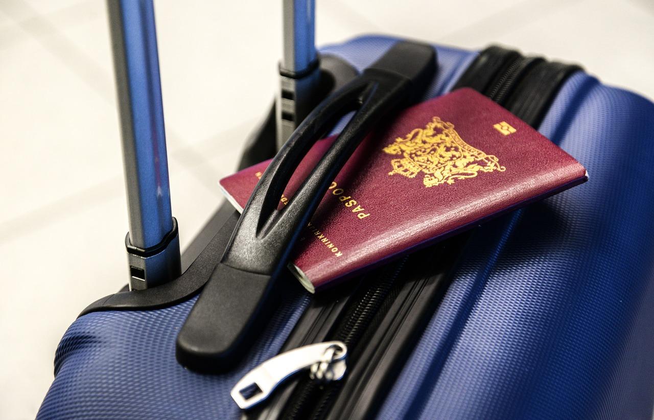 旅行 パスポート 海外 スーツケース 持ち物 荷物 飛行機