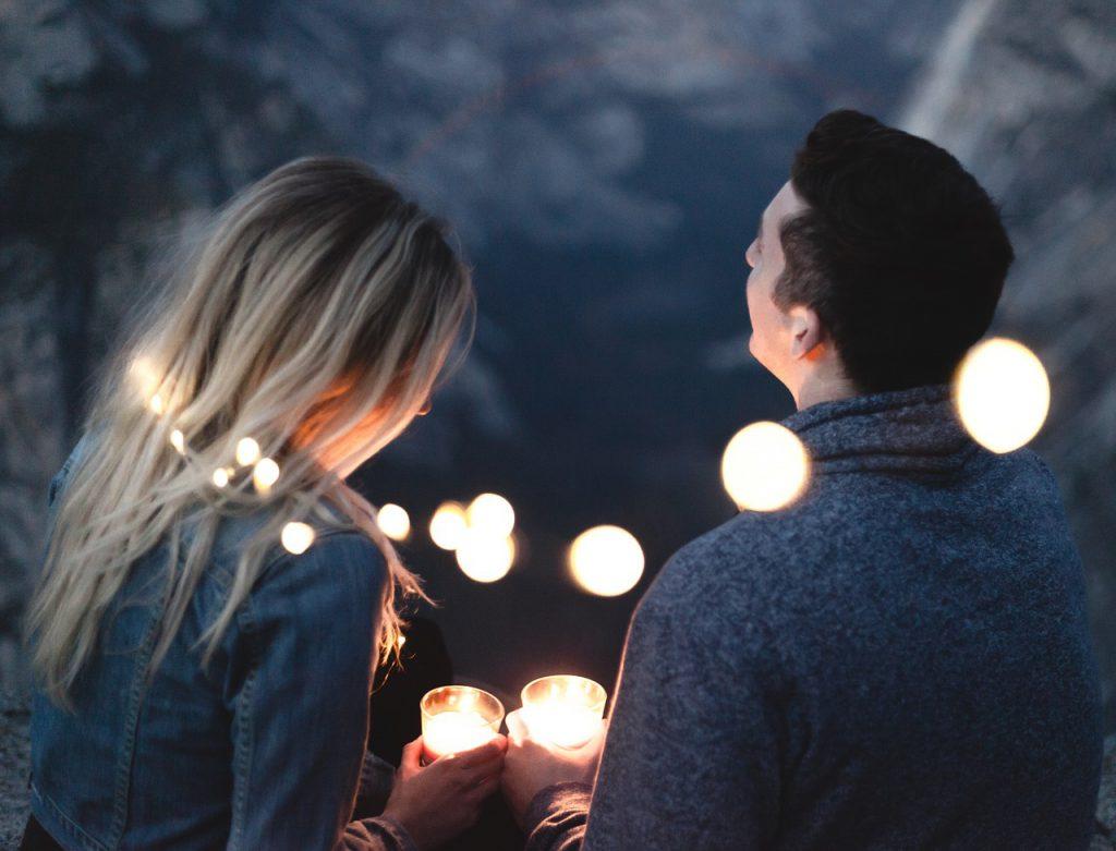 デート 会話 話 話題 ネタ ロマンチック 楽しい 出会い 2人