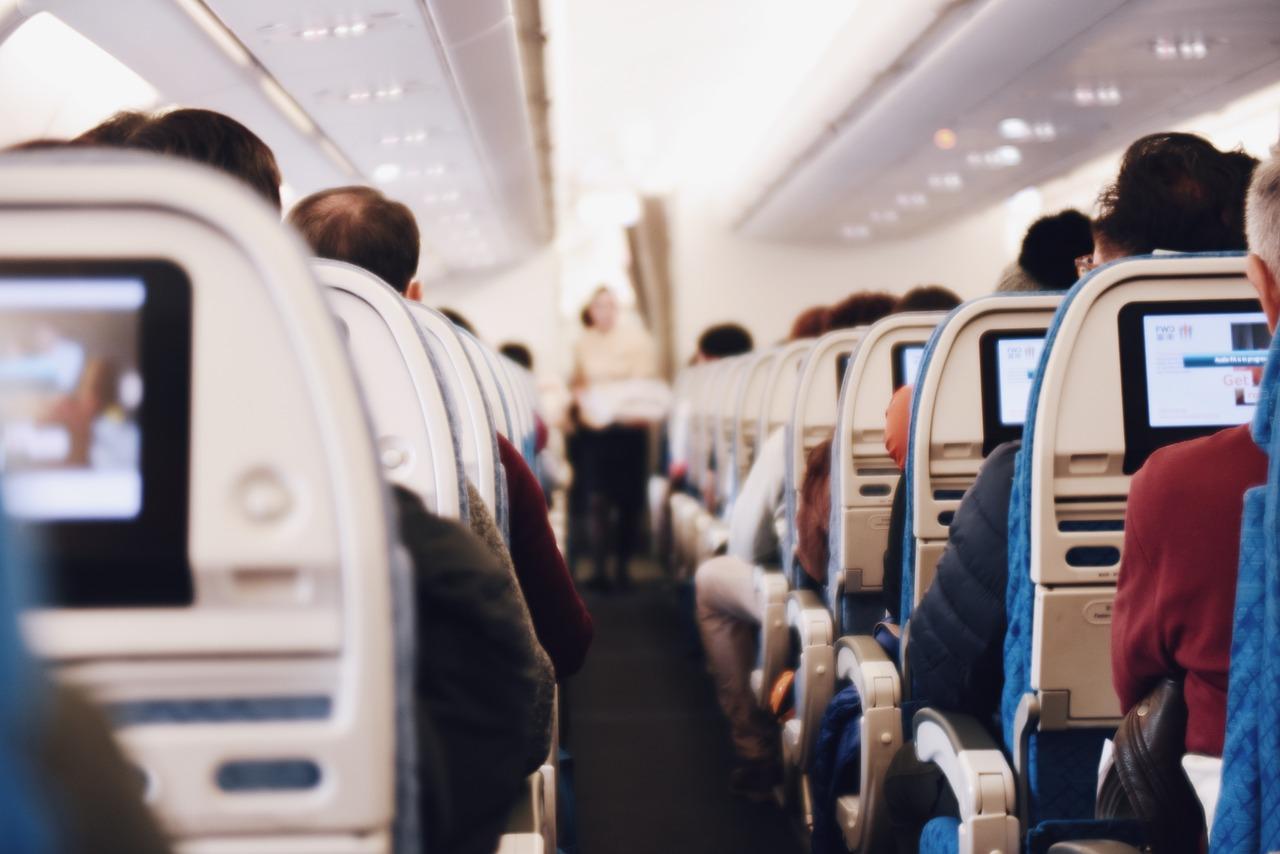 飛行機 国際線 海外 旅行 過ごし方 楽しい 快適 ポイント オススメ