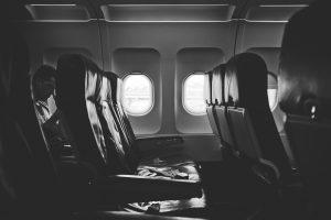 飛行機 座席 機内 快適 どこ 窓側 通路側 前 後ろ 予約 人気 不快 楽しい リラックス