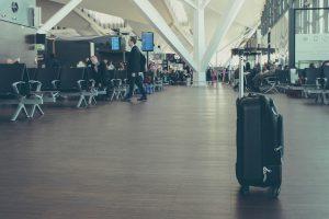 飛行機 服装 快適 海外旅行 海外留学 長時間 12時間 空港 機内 過ごす リラックス