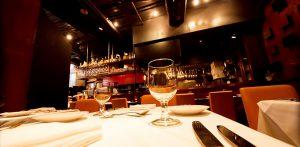 チップ 海外旅行 留学 外国 マナー レストラン ホテル タクシー 金額 相場 渡し方 机