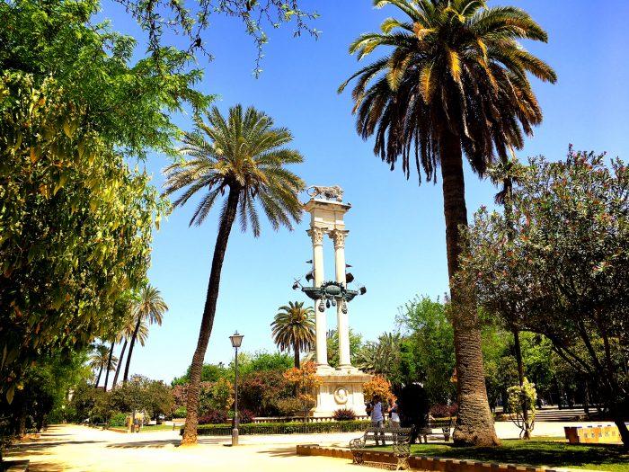 セビージャ スペイン 公園 木 草 観光 くつろぐ 心地よい 気持ちい お気に入り 在住者